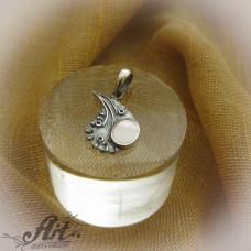 """Сребърен медальон с естествен камък """"Бял седеф"""" P-502"""
