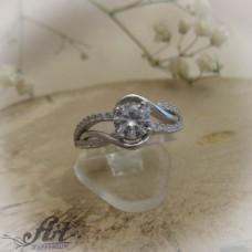 Сребърен дамски пръстен с цирконий R-622