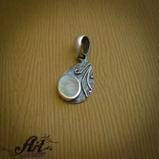 Сребърен медальон с бял седеф  P-667