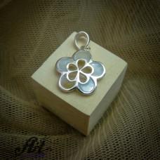 Сребърен медальон с бял седеф  P-0323