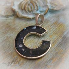 Сребърен медальон с естествен камък.