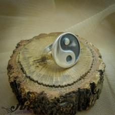 """Сребърен дамски пръстен """" Ин и Ян"""" R-058"""