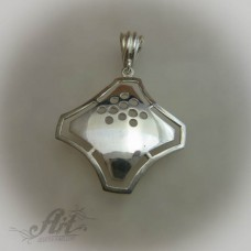 Сребърен медальон без камъни P-137